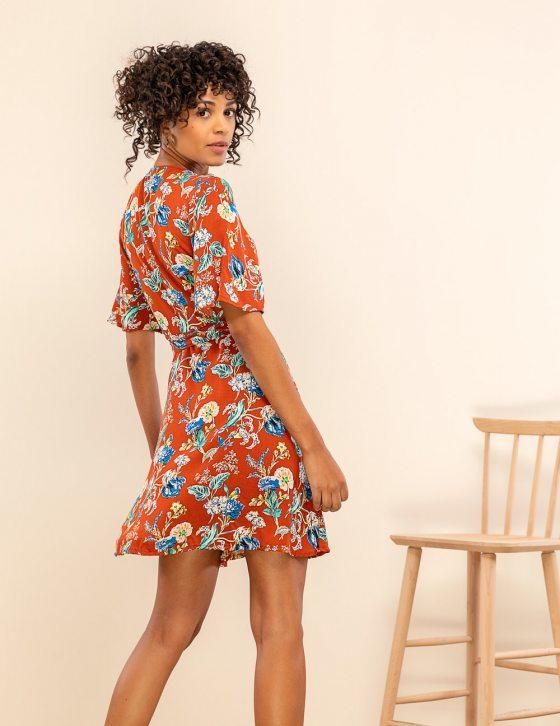 Εμπριμέ φόρεμα