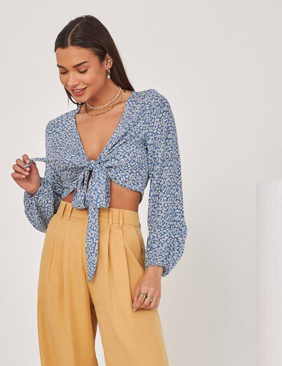 Γυναικεία εμπριμέ μακρυμάνικη μπλούζα με δέσιμο εμπρός και λάστιχο στα μανίκια