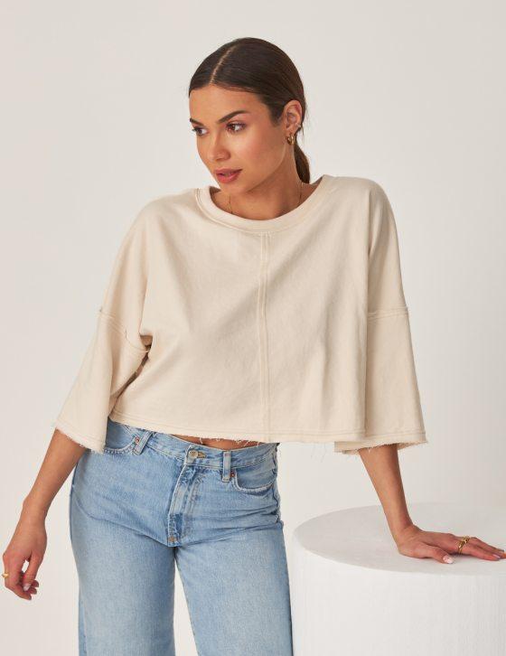 Γυναικεία μπλούζα με ξέφτια στο στρίφωμα και στα μανίκια με άνετη εφαρμογή