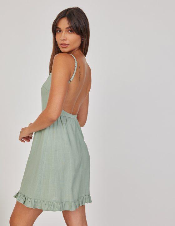 Λινό φόρεμα κοντό με βολάν και τιραντάκι με τετράγωνο ντεκολτέ
