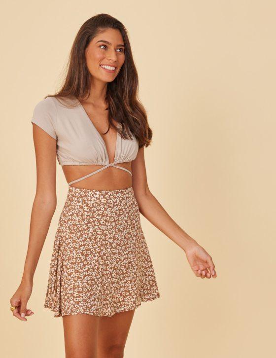 Εμπριμέ φούστα κοντή με εσωτερικό σορτς ψηλόμεση και φερμουάρ