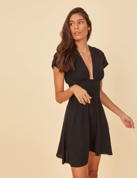 Κοντομάνικο φόρεμα κοντό με δέσιμο στην πλάτη