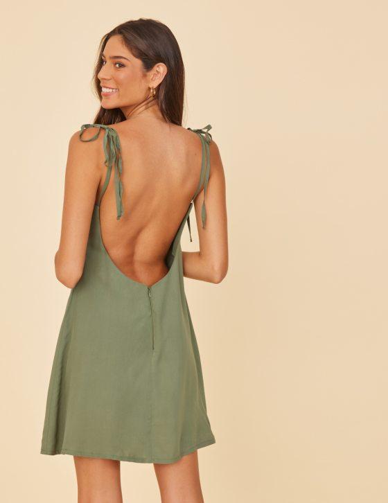 Κοντό φόρεμα με δέσιμο στις τιράντες και ανοιχτή στρογγυλή πλάτη