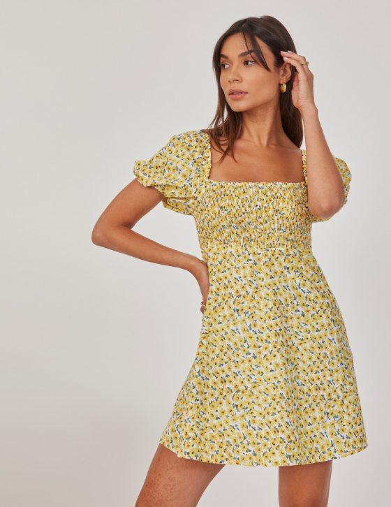 Φόρεμα με print και ελαστικές κλωστές με τετράγωνο ντεκολτέ