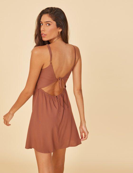 Φόρεμα κοντό με ανοιχτή πλάτη και δέσιμο με κορδόνια