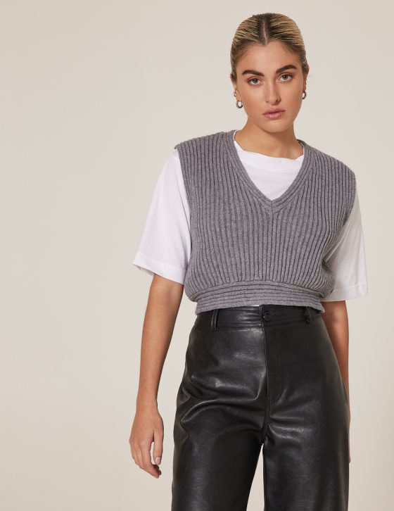 Γυναικεία πλεκτή αμάνικη μπλούζα